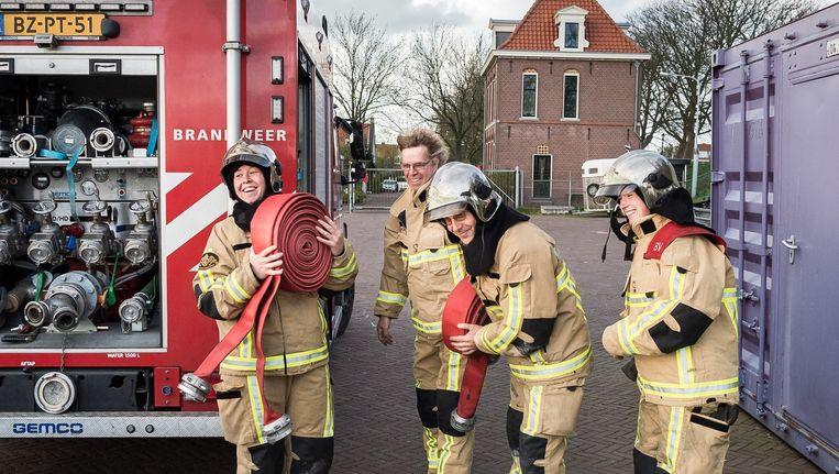 De Amsterdamse brandweer weigert vanaf vrijdag nog langer over te werken. Beeld Mats van Soolingen