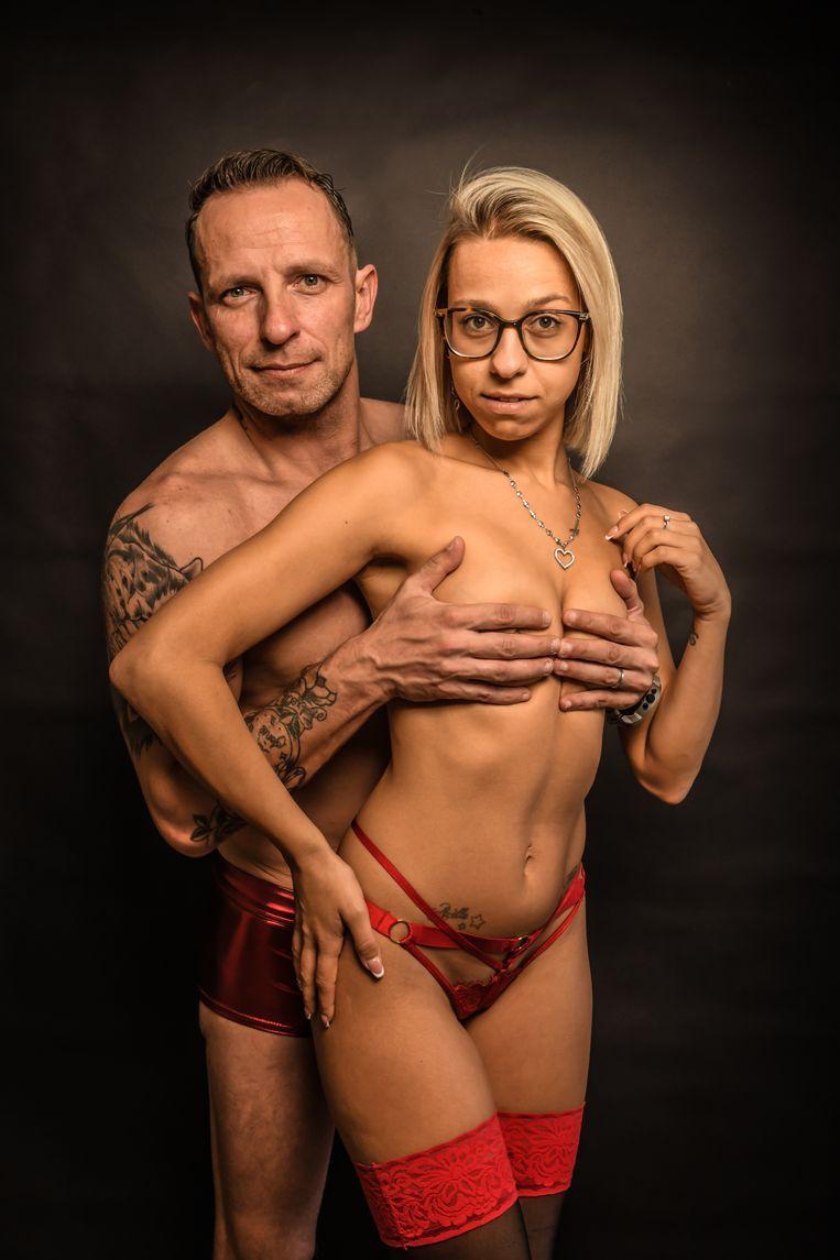 Jolynn: 'Aan de schoolpoort kijken andere ouders weleens naar ons, maar ze zeggen niks, omdat ze anders moeten toegeven dat ze ook naar porno kijken of op OnlyFans zitten.' Beeld Koen Bauters