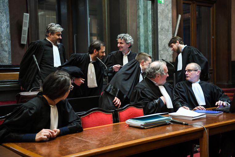 De advocaten bij de start van het assisenproces over de aanslag op het Joods Museum. Beeld BELGA