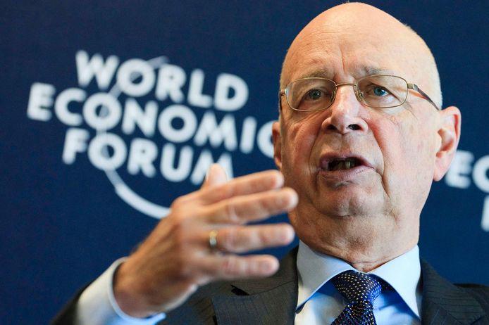 Klaus Schwab, oprichter en directeur van het World Economic Forum (WEF) (her)lanceerde de term Build Back Better in een boek en document.