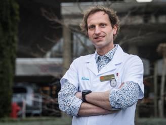 INTERVIEW. Is het verantwoord dat ons land blijft vaccineren met AstraZeneca? Cardioloog Thomas Vanassche legt uit