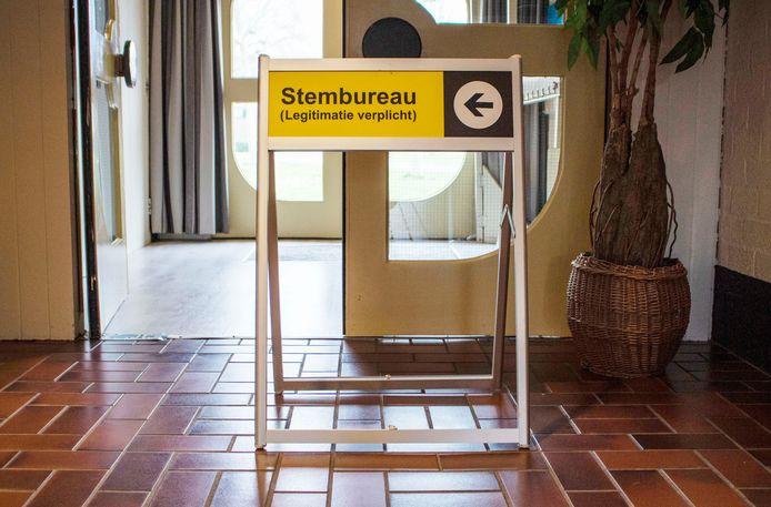 De meeste Almeloërs gaan voor de verkiezingen op 17 maart 2021 gewoon naar het stembureau.