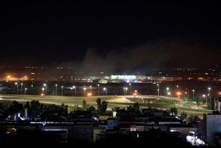 Rook boven Erbil, nadat de stad maandagavond is bestookt met meerdere raketten. Beeld REUTERS