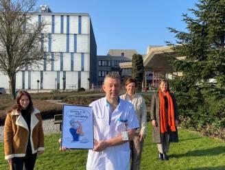 """Verpleger Raf Dekelver krijgt award van Vrouw&Maatschappij Leuven: """"Laat meer mannen de zorg instromen"""""""