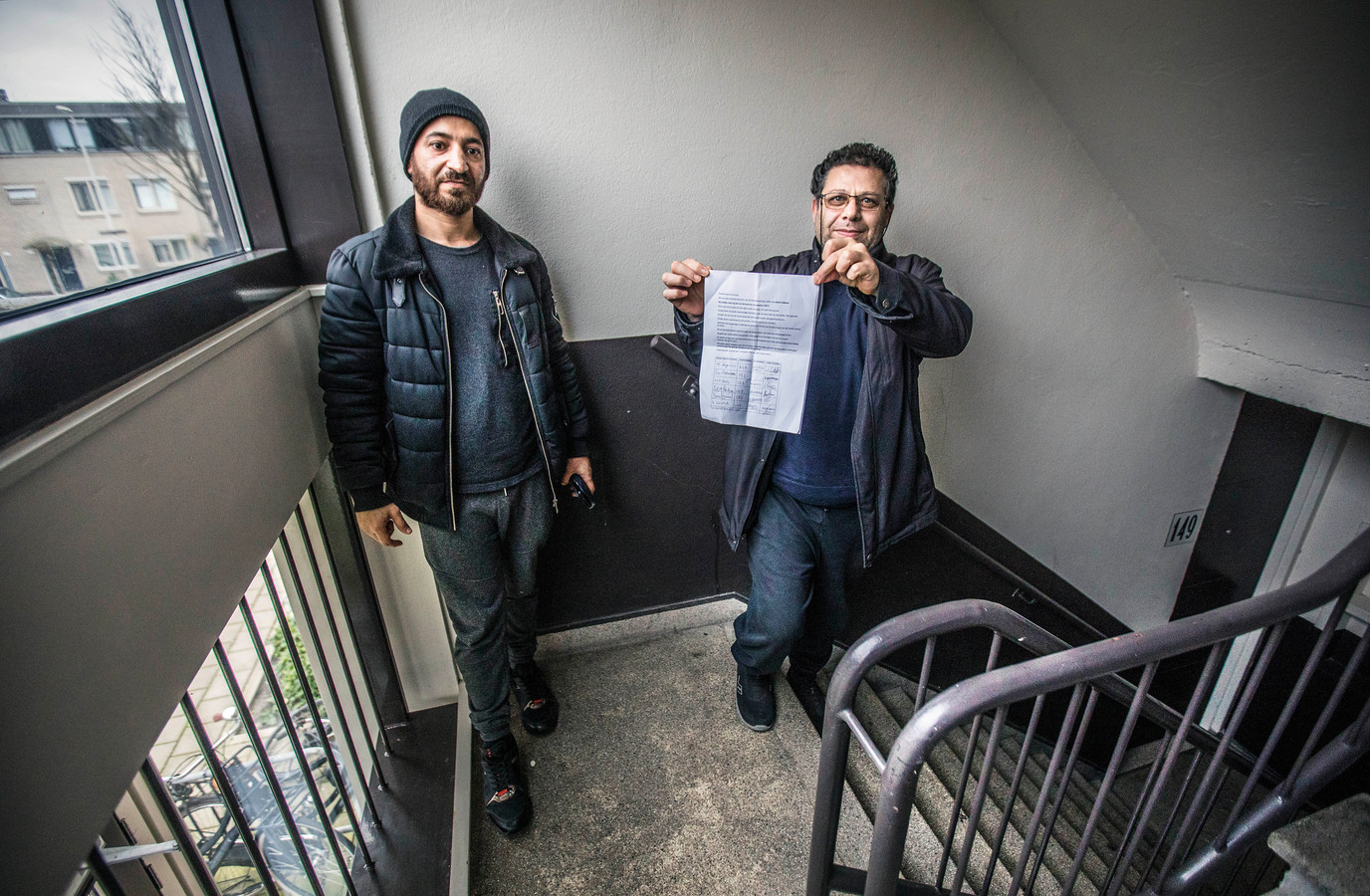 Bewoners Gayiranli (R) en Jamal. Alle bewoners hebben hun handtekening gezet.