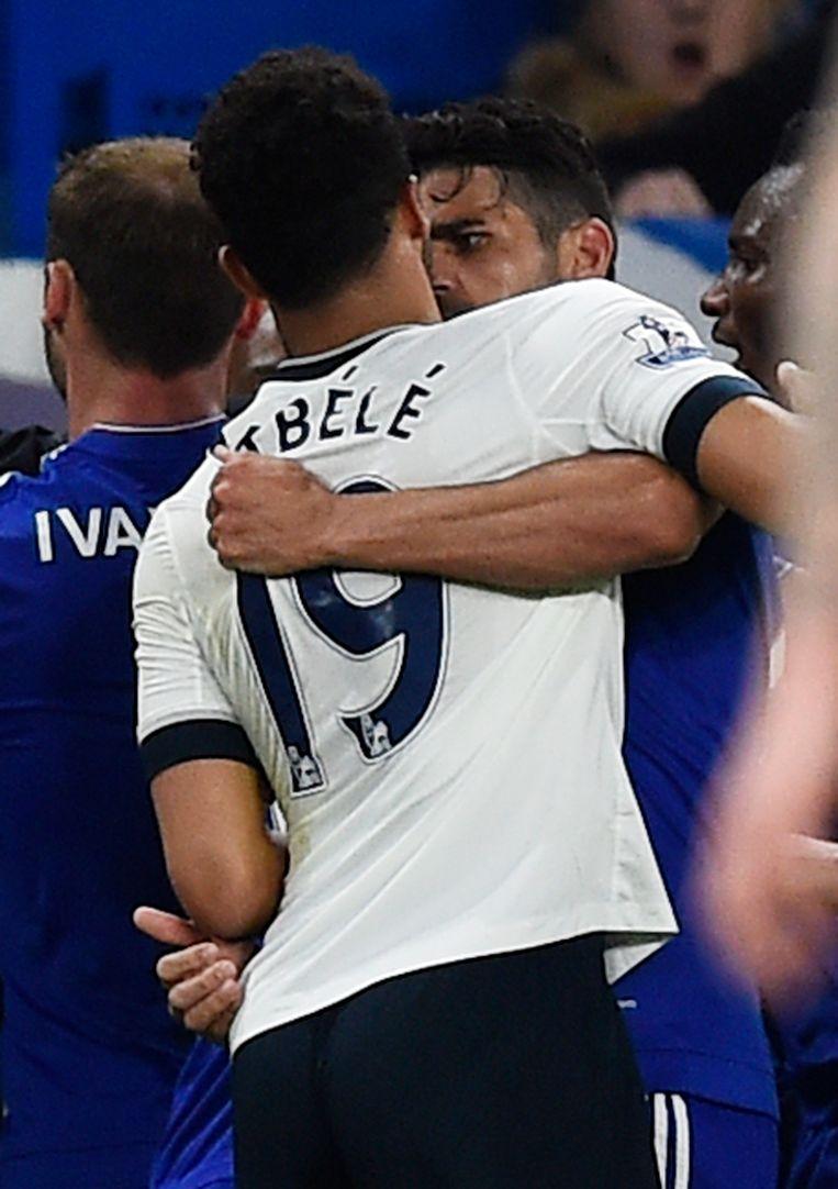 Dembélé en Costa gingen stevig met elkaar in de clinch. Beeld REUTERS