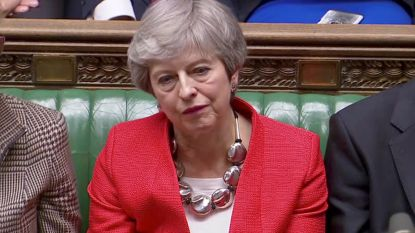 """""""Huis van idioten"""": de Britse pers over nieuwe """"vernedering"""" van May"""