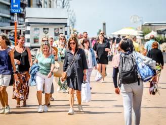 Kustbarometer kleurt geel in Blankenberge: zonnige weer zorgt voor drukte op strand en dijk