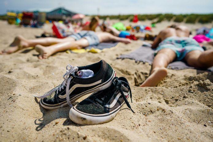 In Nederland is de 'vakantiebonus' dankzij de cao dik een week, in Duitsland is dat zelfs twee weken. Dat zegt de Europese vakbondskoepel Etuc in een vandaag gepubliceerd onderzoek.
