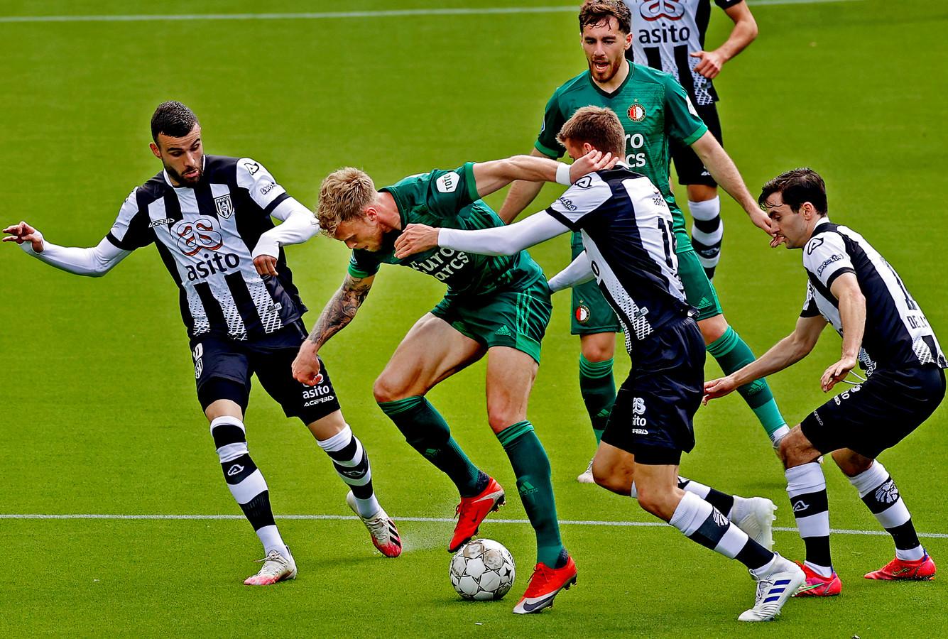 Nicolai Jørgensen kreeg tegen Heracles bij Feyenoord weer de voorkeur boven Róbert Bozeník.