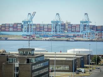 """Politie redt tien vluchtelingen uit koelcontainer in Zeebrugge: """"Temperatuur stond ingesteld op 0 graden"""""""