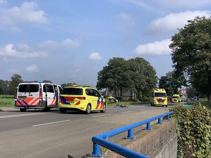 De plek van het ongeval waarbij zondagmiddag bij Winterswijk de fietser ernstig gewond raakte.