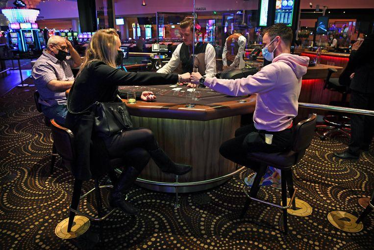 Holland Casino in Enschede deed zaterdag mee aan een pilot en was voor één dag weer open.  Beeld Marcel van den Bergh / de Volkskrant