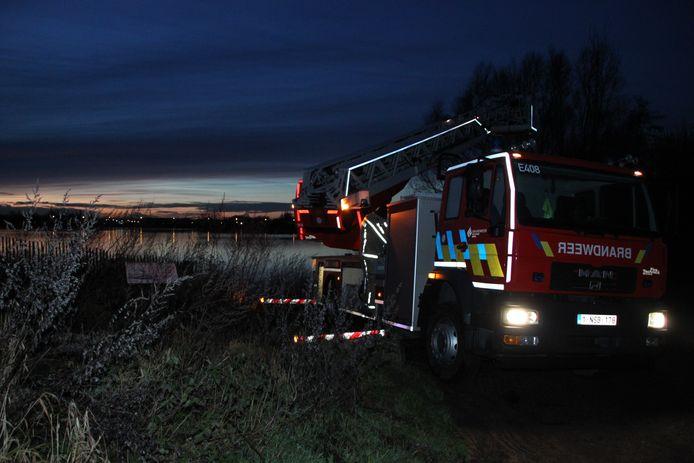 De brandweer van de zone Westhoek was ook na valavond nog aan de slag aan het Verdronken Weidepad in Zillebeke.