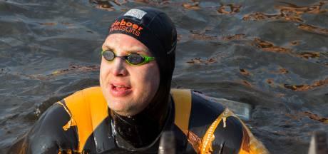 Elfstedenzwemtocht Maarten van der Weijden keert terug in estafettevorm