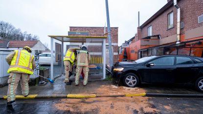 """""""Ik vreesde het ergste voor de mensen die op de bus stonden te wachten"""": vrouw komt onder vuilnisbak terecht nadat auto bushokje ramt"""