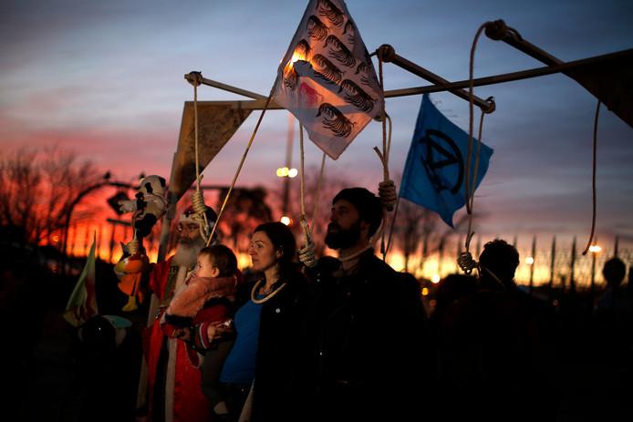 Activisten protesteren tijdens de COP 25. De VN heeft gewaarschuwd voor 'verregaande' en zelfs 'destructieve gevolgen' als de landen hun klimaatambities niet snel opschroeven.