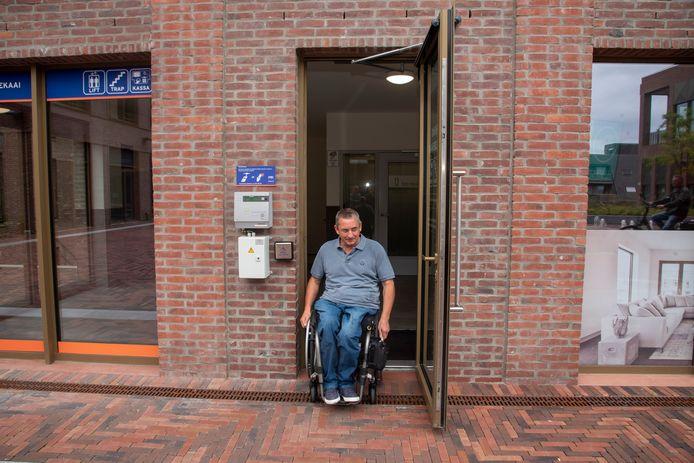 De deuren naar het gemeentehuis en de parking op Rode Heuvel zijn voortaan geautomatiseerd.