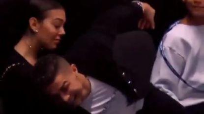 VIDEO. Oeps! Met een tennisbal is Cristiano duidelijk minder handig: Ronaldo ziet hoe Djokovic ATP Finals start met vlotte winst tegen Isner