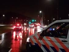 Beschonken vrouw (25) appt achter het stuur en rijdt bijna motoragent aan bij alcoholcontrole