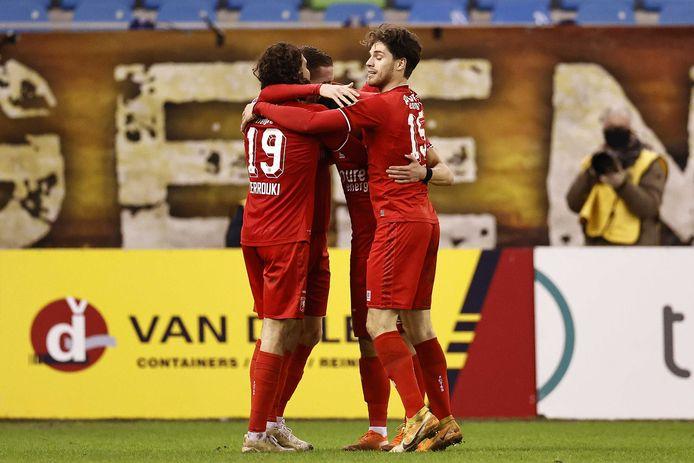 Na zes duels kunnen de spelers van FC Twente eindelijk weer een zege vieren.
