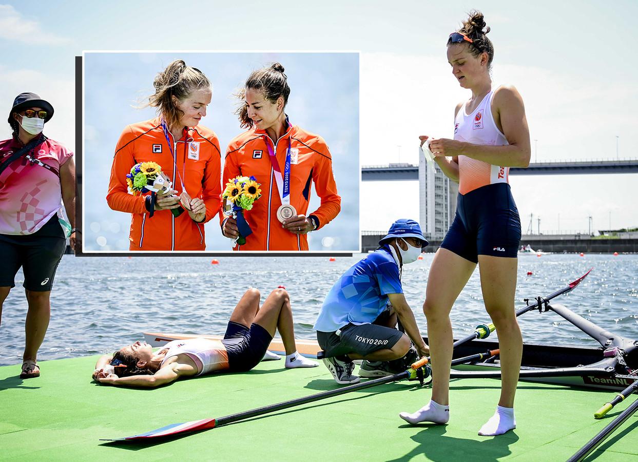 Roeiers Marieke Keijser en Ilse Paulis (links) zijn na de finale gedesillusioneerd met brons, maar laten op het podium al wel een lachje zien.