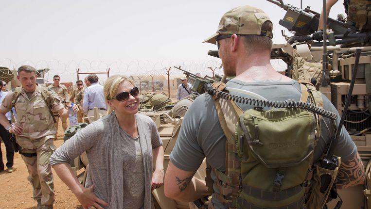 Minister Jeanine Hennis van Defensie in het Nederlandse kamp in Mali. Beeld ANP