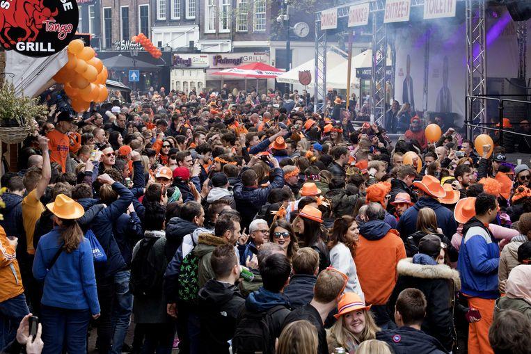 Koningsdag 2017 in de Reguliersdwarsstraat in Amsterdam. Beeld ANP