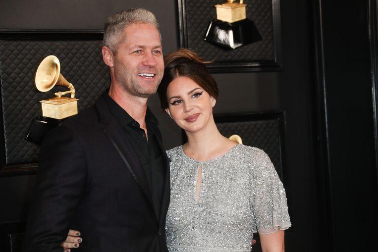 Lana Del Rey met haar vriend tijdens de Grammy's 2020.