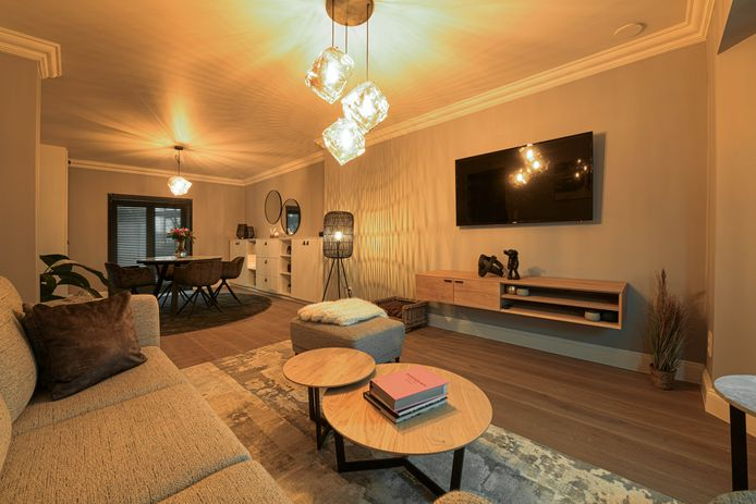 De woonkamer in Laakdal: na