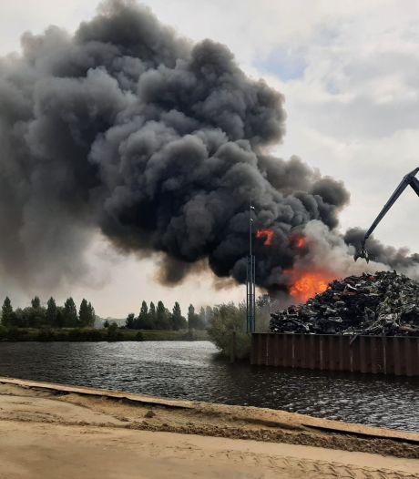 Woonbootbewoners Ertveldplas zijn branden bij AVI he-le-maal zat: 'Het is weer zover'