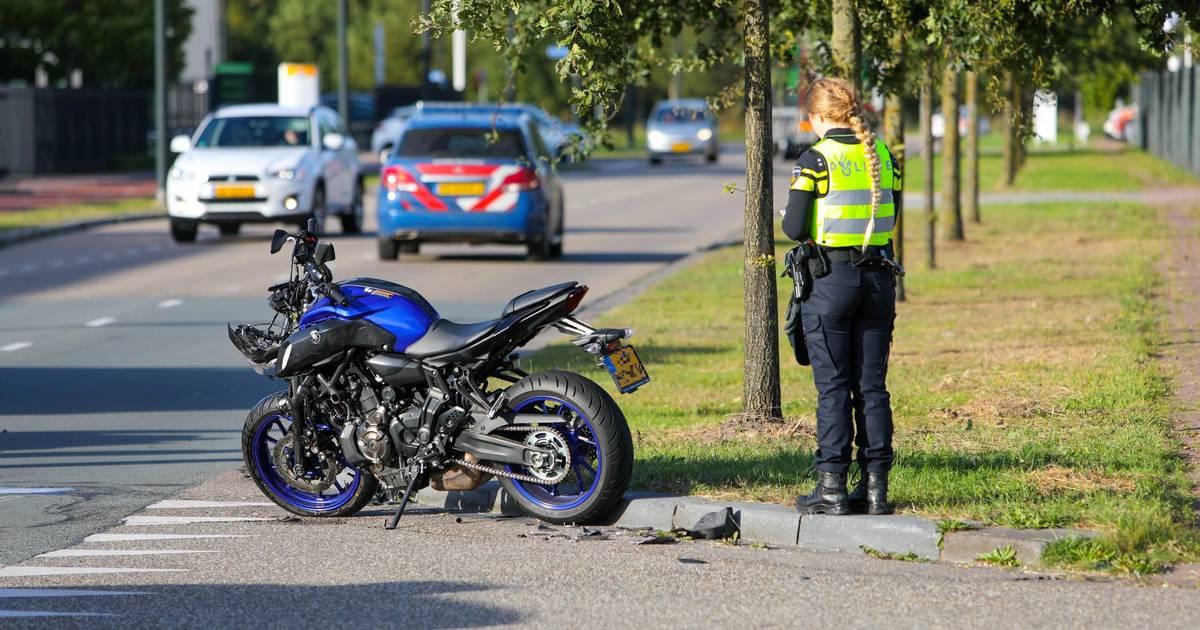 Motorbestuurster gewond bij botsing met auto op bedrijventerrein Apeldoorn.
