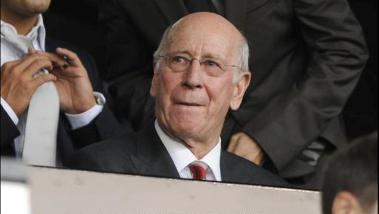 Sir Bobby Charlton heeft de Chileense kompels uitgenodigd voor match van Manchester United. Beeld UNKNOWN