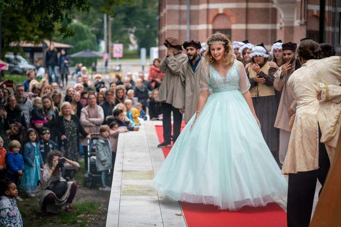 Prinses Arnerijntje opende in 2019 het Sprookjesfestival in Arnhem, op het plein bij concertzaal Musis.