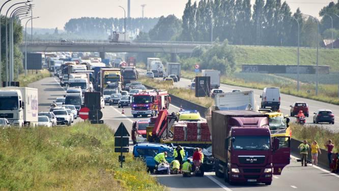 """Derde ongeval in vier dagen aan wegenwerken op E403 in Ardooie, AWV en hulpdiensten roepen op: """"Hou uw aandacht op de weg"""""""
