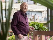 Lintje voor verraste Haaksbergenaar Gerrit Lammers (84): 'Ik vond het ook al zo vreemd dat iedereen weg was'
