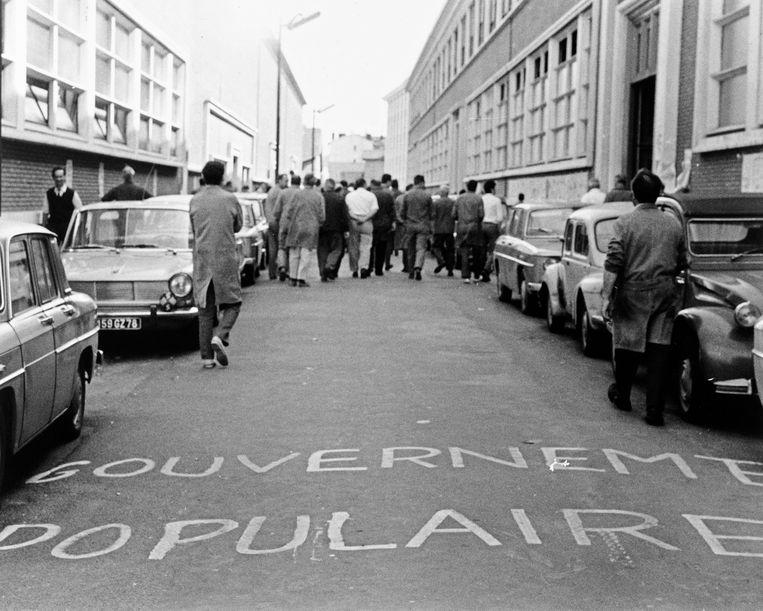 Werknemers van de Sud-Aviation-fabriek protesteren in mei '68 in het Franse Suresnes (France). Beeld Photo News