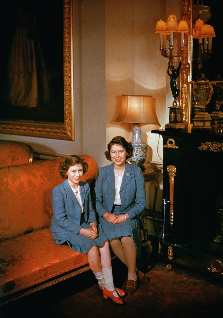 Elizabeth en Margaret in Buckingham Palace, 1942. Beeld Getty Images