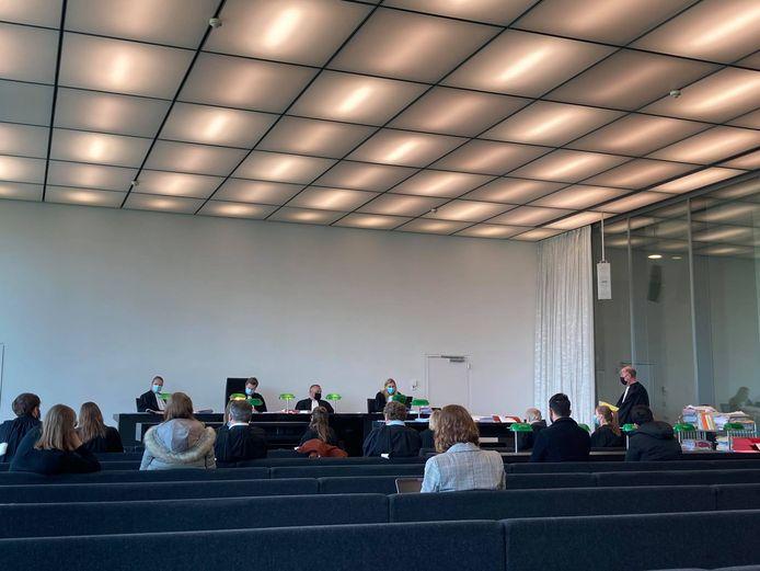 Vijf personen moesten zich verantwoorden in de rechtbank wegens het nemen en verspreiden van foto's van Jens.