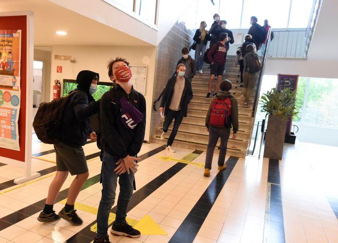 Leerlingen gingen gisteren 'uitgelaten' weer naar school in Leuven.