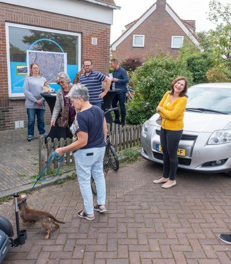 """Ding-dong! ,,Hallo, wij zijn van de gemeente Vlissingen! Woont u hier naar uw zin?"""""""