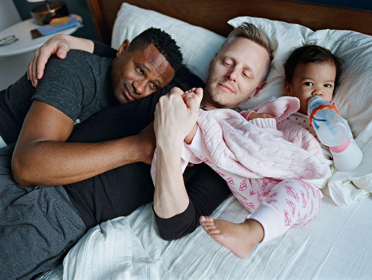 Harrison en Christopher met hun dochter Genhi, Brooklyn, New York Beeld Bart Heynen
