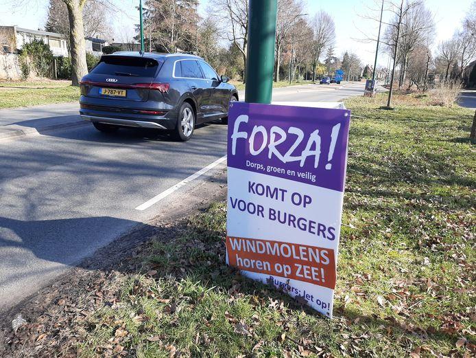De verkiezingsborden van de lokale partij Forza De Bilt staan overal in de gemeente.