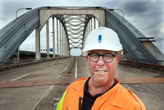 Vianen Wim Grevenstuk op de oude Viaanse brug.