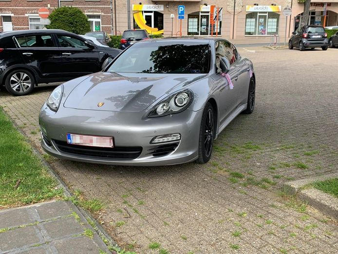 Porsche Panamera te koop voor 0,95 Bitcoins.