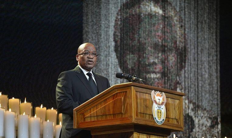 President Jacob Zuma spreekt tijdens de uitvaart. Beeld epa