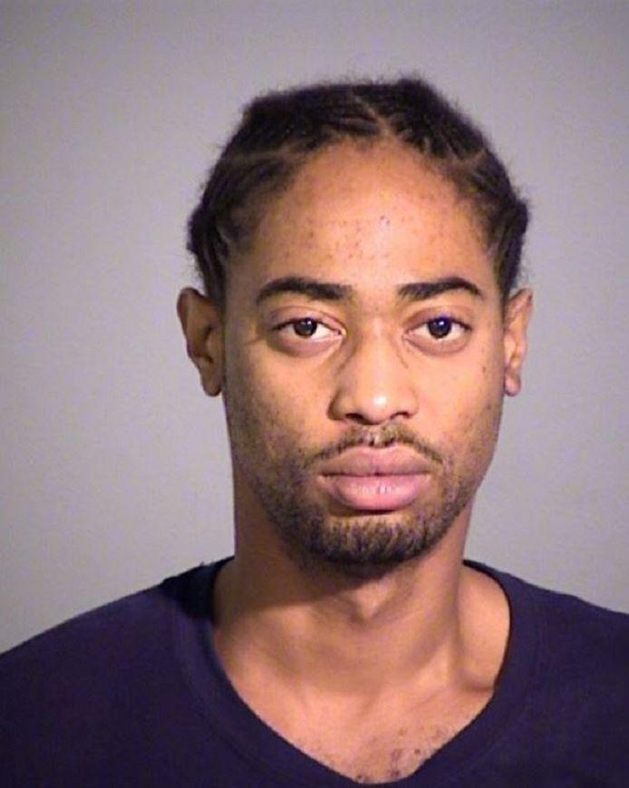Malik Halfacre (25) is volgens de politie gevaarlijk en vermoedelijk gewapend.
