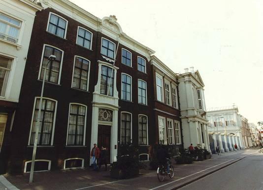 Noordeinde 66 doet dienst als pied-à-terre van prinses Beatrix en is recent al volledig verbouwd.