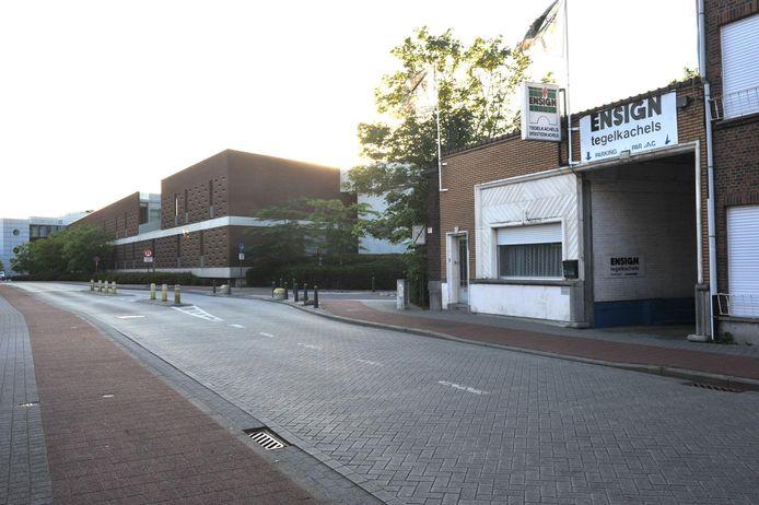 Op deze plaats in de Caputsteenstraat, waar vroeger Ensign Tegelkachels zat, zou de islamitische school De Dijle moeten verrijzen.