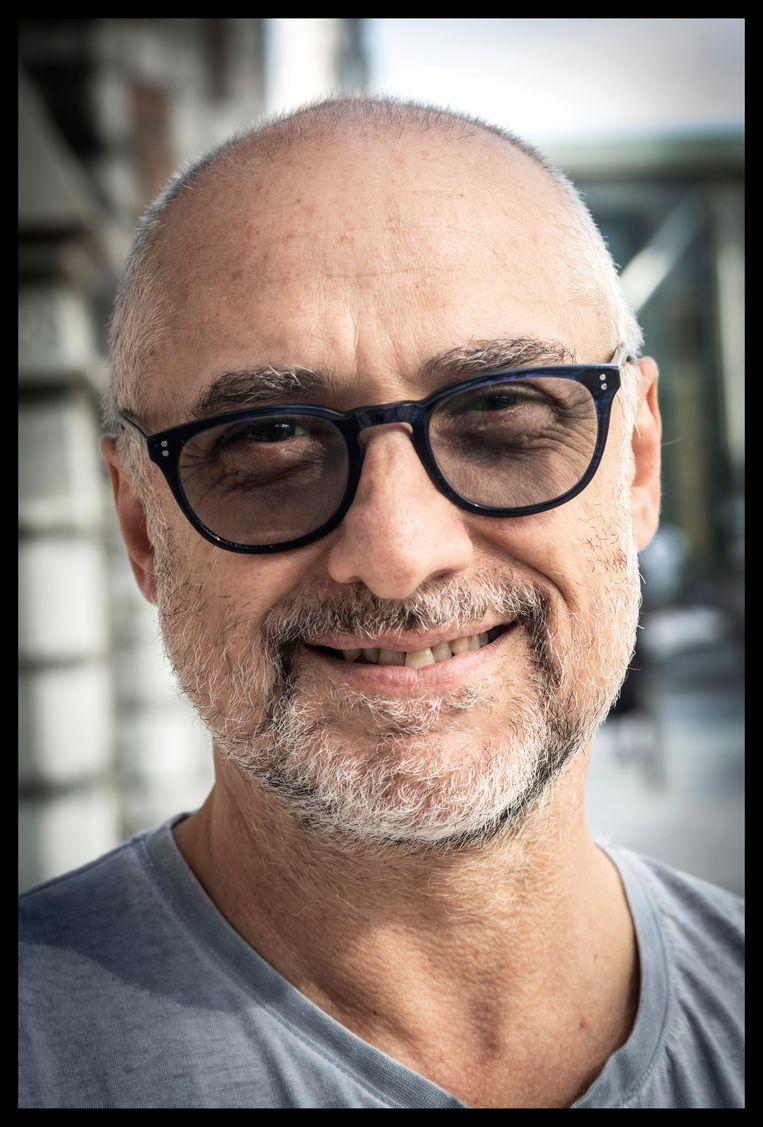 Christos Pistolas: 'Ik zie nu in mijn omgeving hoe Spanjaarden, Italianen en Grieken afgeven op Turken en Marokkanen. Daar word ik zo woest van. Nog niet zo lang geleden zaten wij in die situatie.' Beeld Saskia Vanderstichele